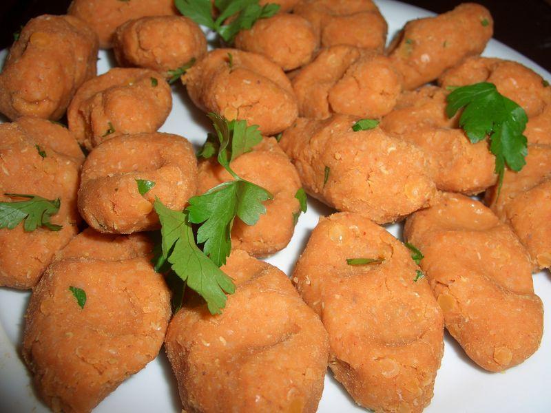 Mercimek köfte (lentil balls)